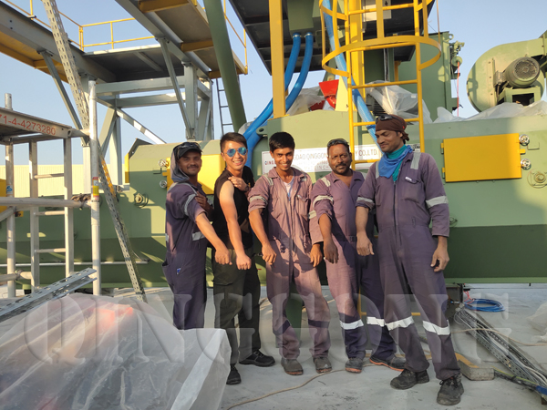 employees installed paver block Máquina expendedora in Dubai